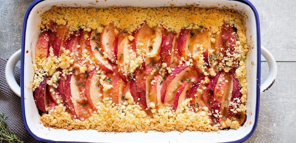 Rezept für ein Pfirsich-Thymian-Crumble