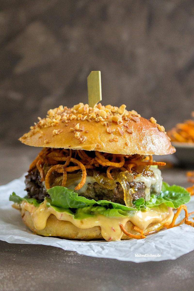 Beef Burger im Brioche Bun mit Chilli-Mayo