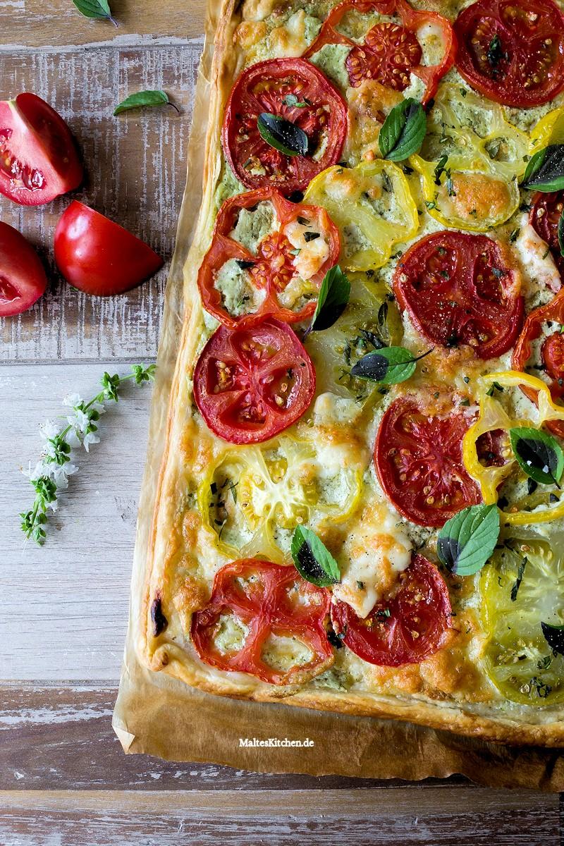 Blätterteig Tomaten-Tarte mit Ricotta-Basilikum-Creme