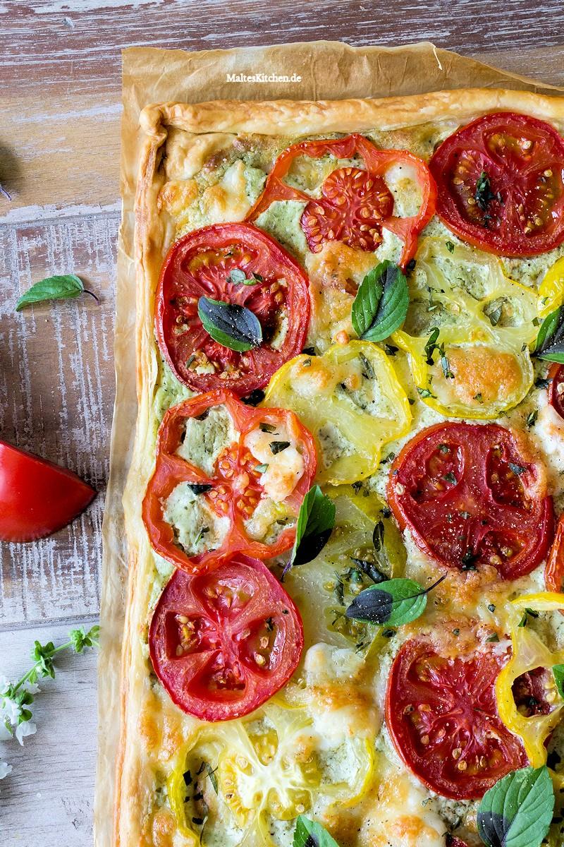 Tomatentarte mit Basilikum und Ricotta