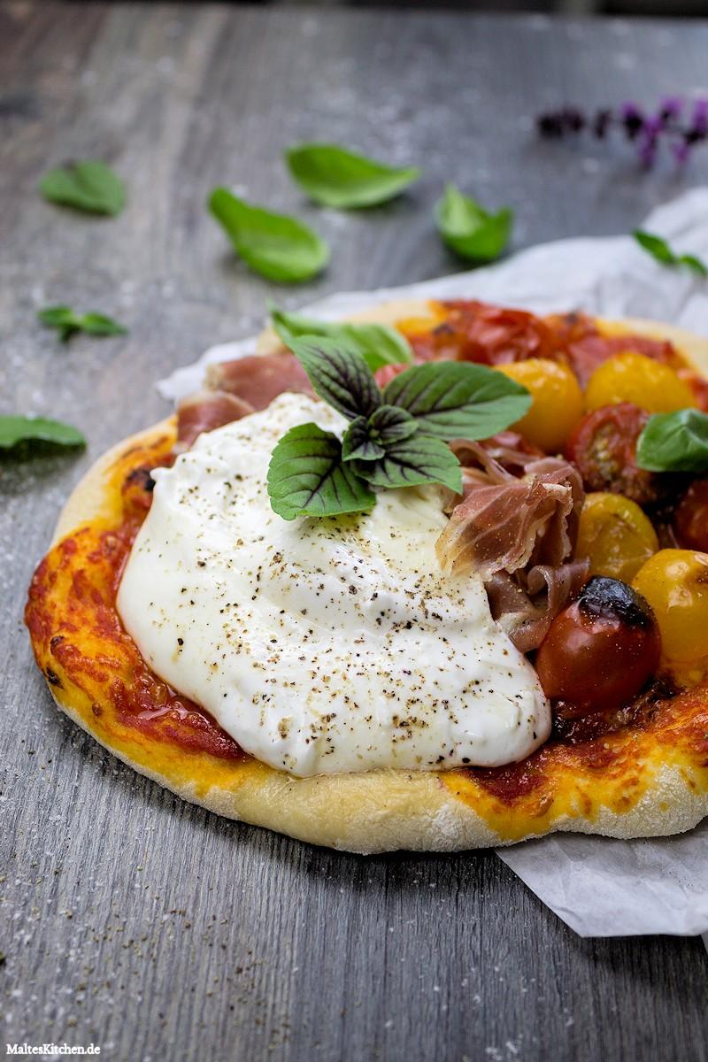 Wunderbare Burrata-Pizza mit Parmaschinken