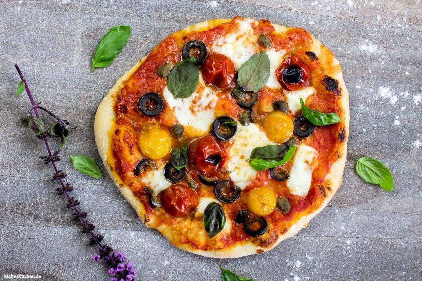 Rezept Pizza mit Oliven, Kapern & Büffelmozzarella