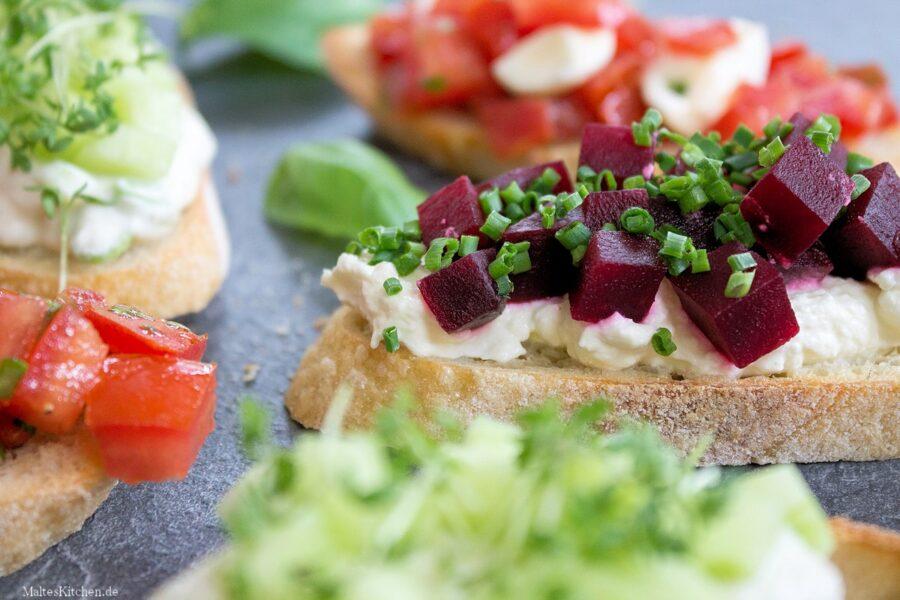 Rezept für Bruschetta mit Meerrettich und roter Beete