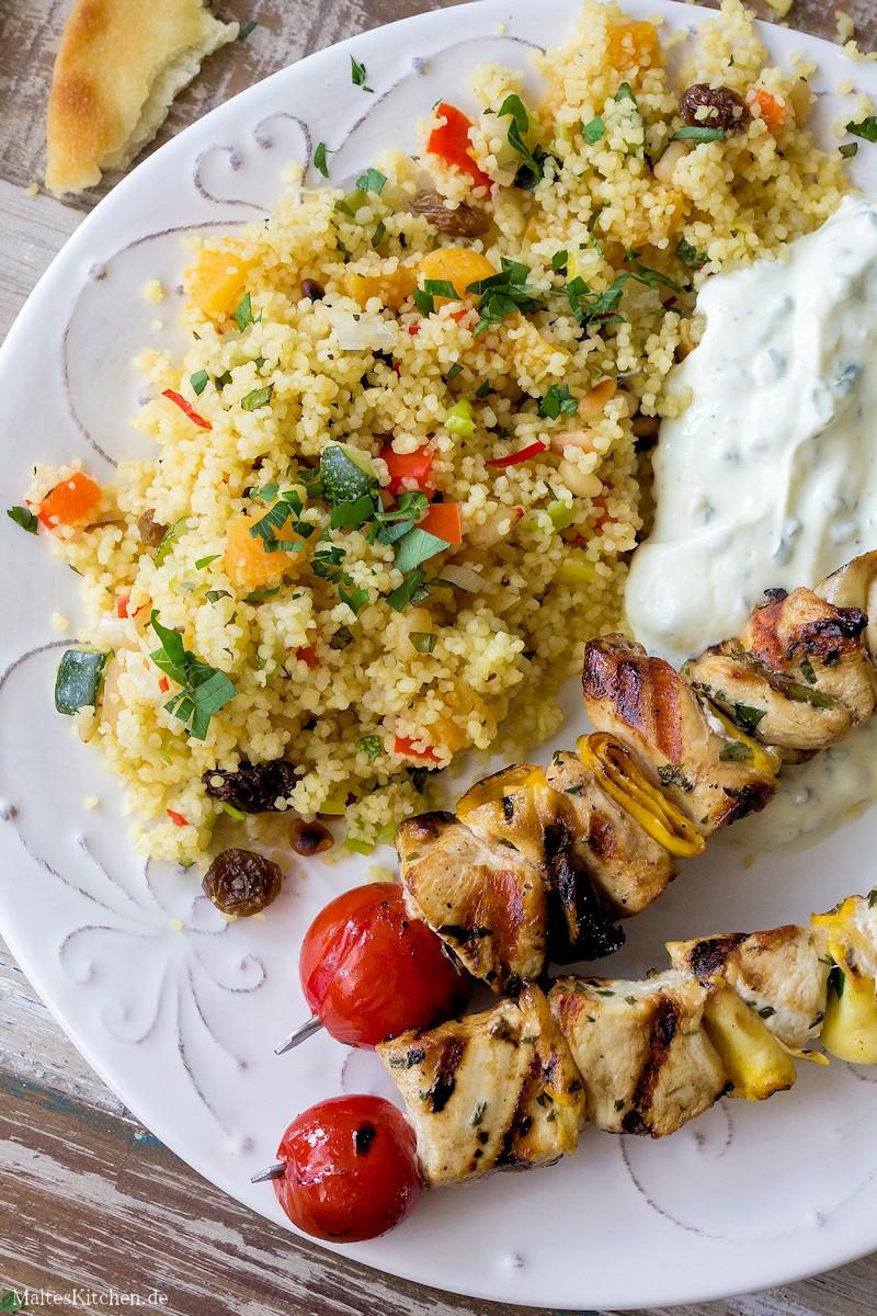 Hähnchenspieße mit Zucchini & Kirschtomaten und Couscous