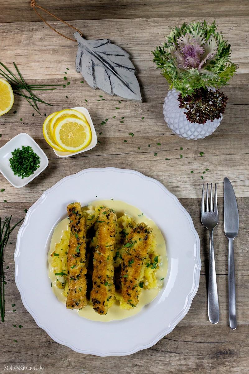 Selbstgemachte Fischstäbchen mit Senfsauce und Kartoffelstampf
