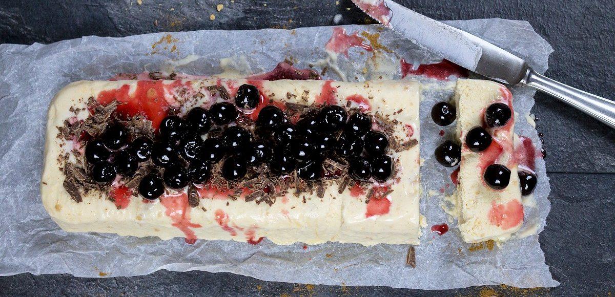 Rezept für ein Vanilleparfait mit Spekulatius & Amarena Kirschen