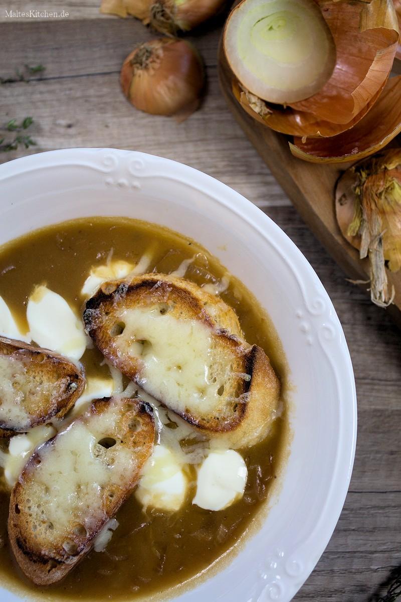 Zwiebelsuppe nach französischer Art