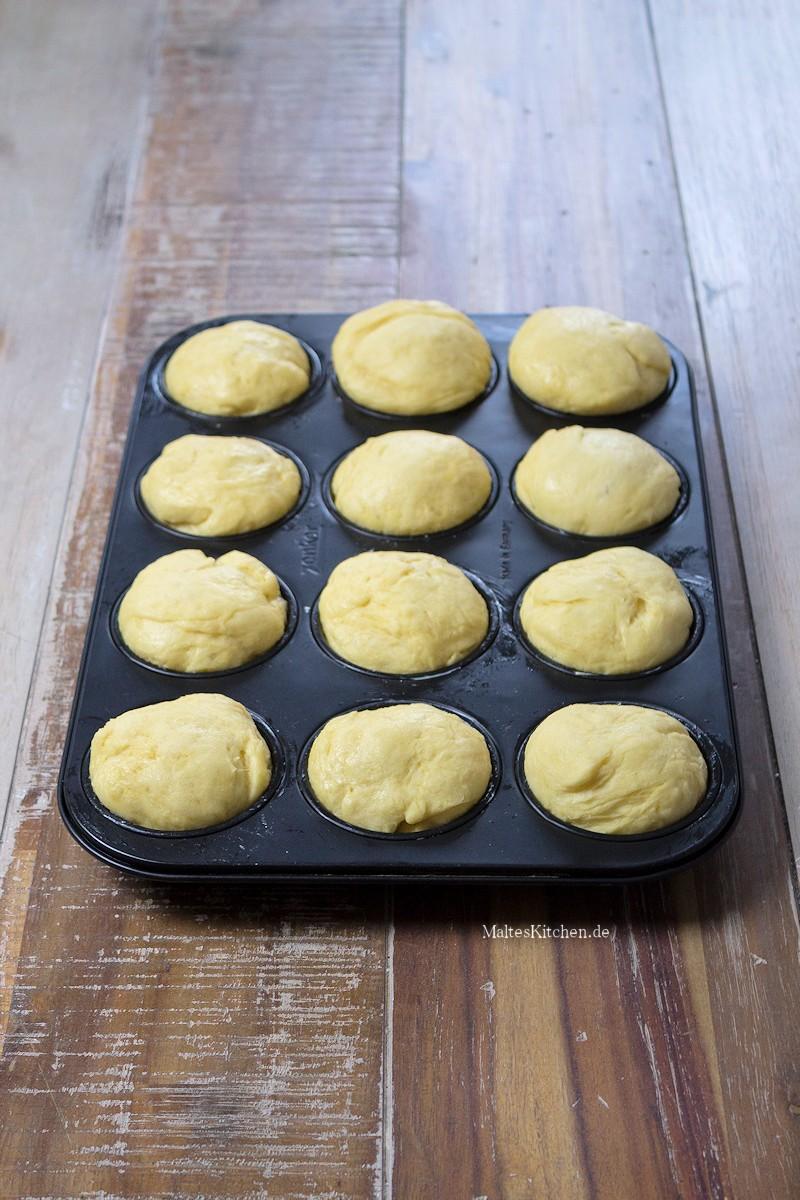 Die Brioche werden in der Muffin-Form gebacken