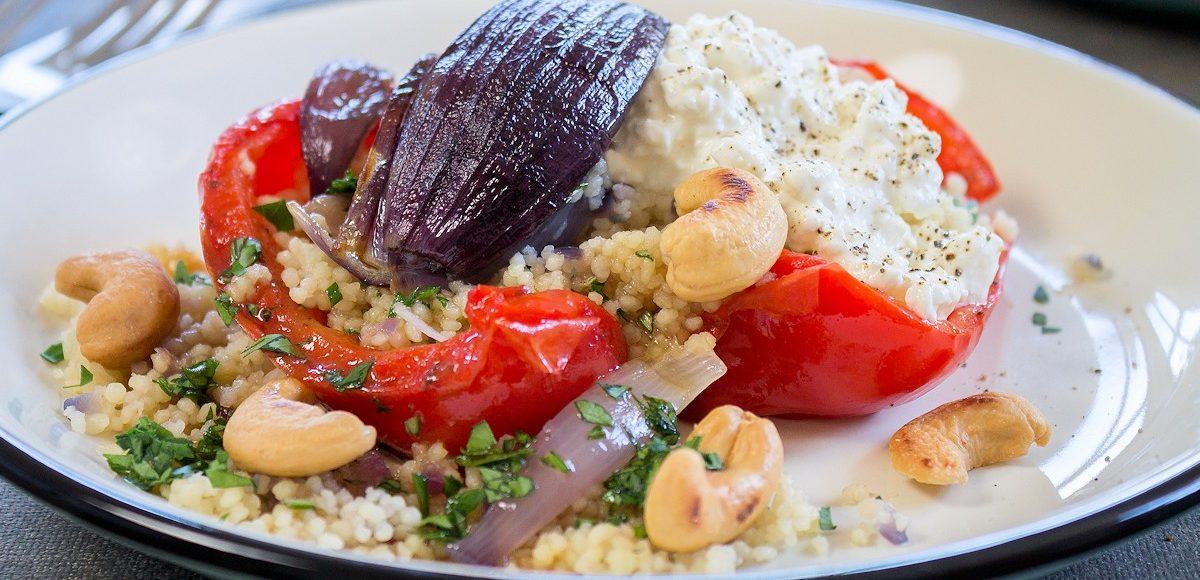 Rezept geröstete Paprika gefüllt mir Couscous, Hüttenkäse & Cashewkernen