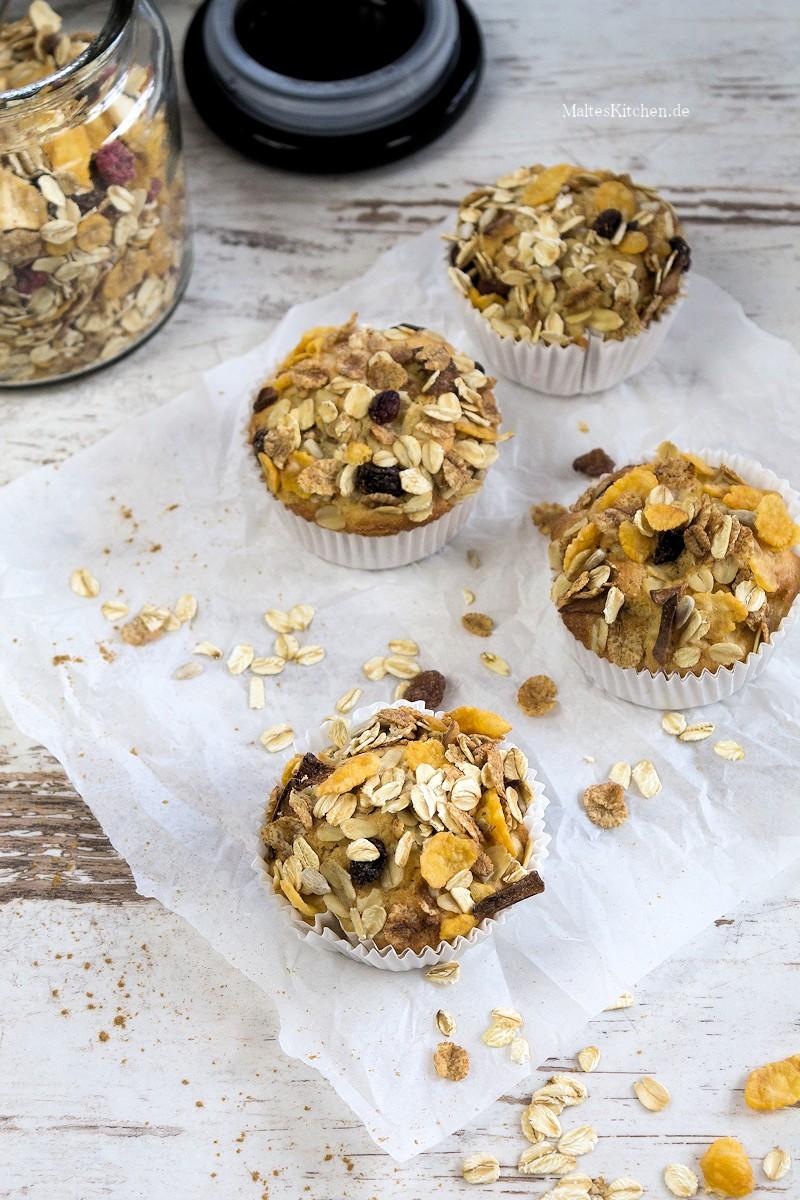 Saftige Muffins mit Müsli und Birne