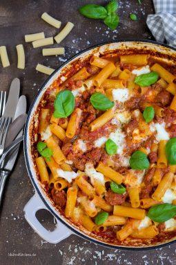 Rigatoni al forno mit Salsiccia und Tomaten