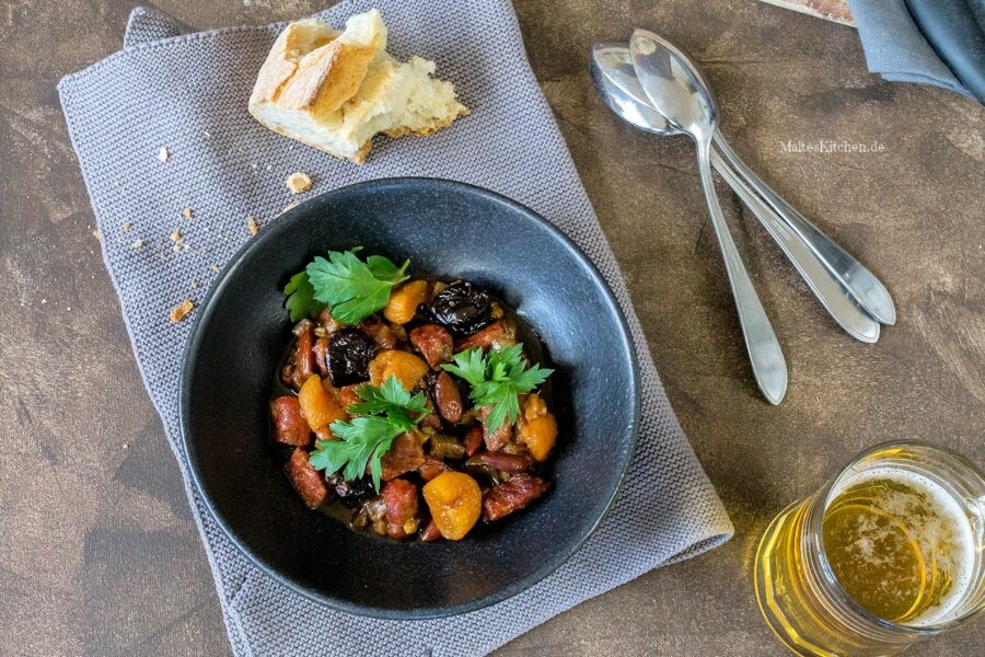 Rezept für einen Eintopf mot Chorizo, Auberginen, Pflaumen und Aprikosen