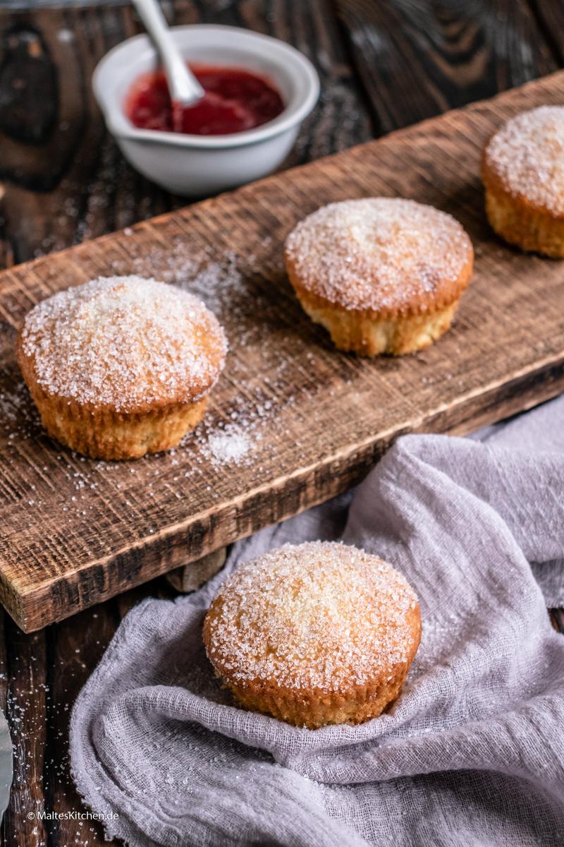 Fluffige Muffins mit Marmeladenfüllung