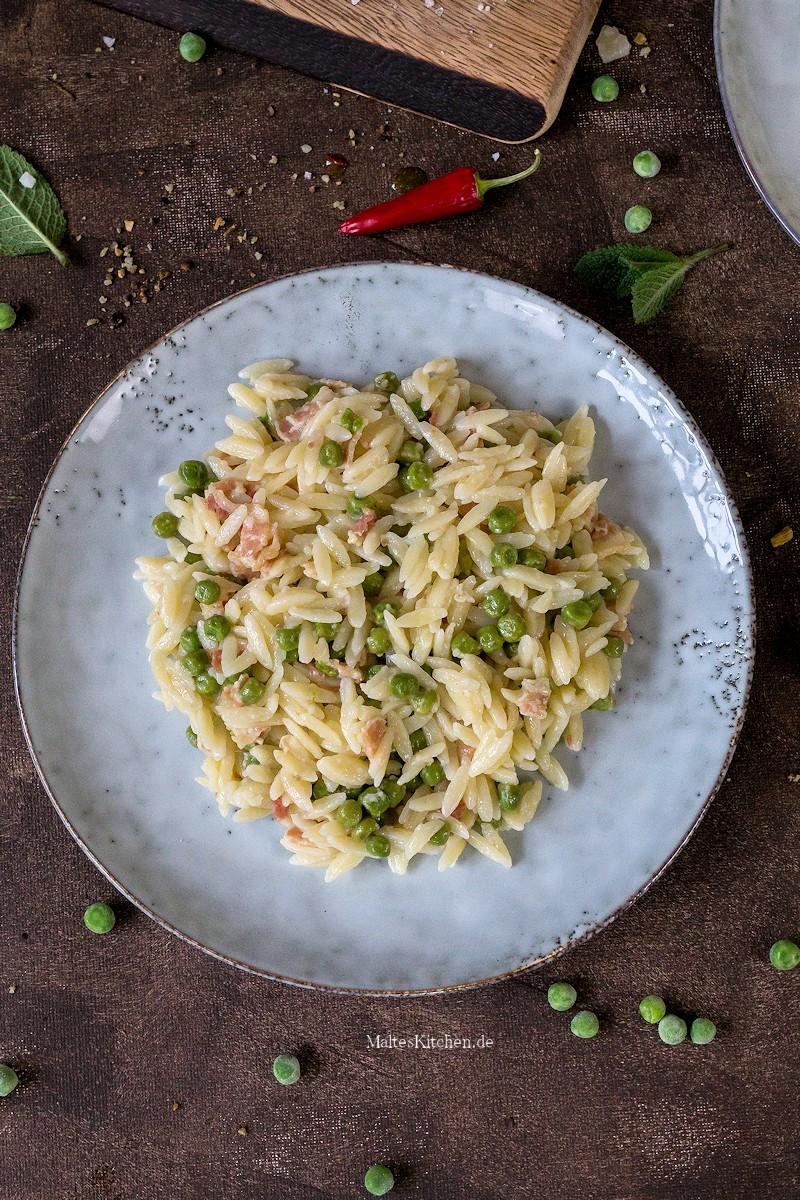 Risoni mit Pancetta und Erbsen