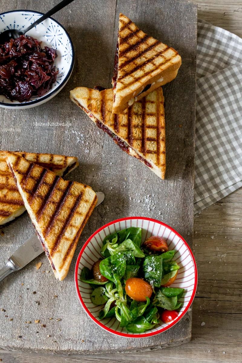 Leckeres Sandwich mit Zwiebel Chutney und Cheddar