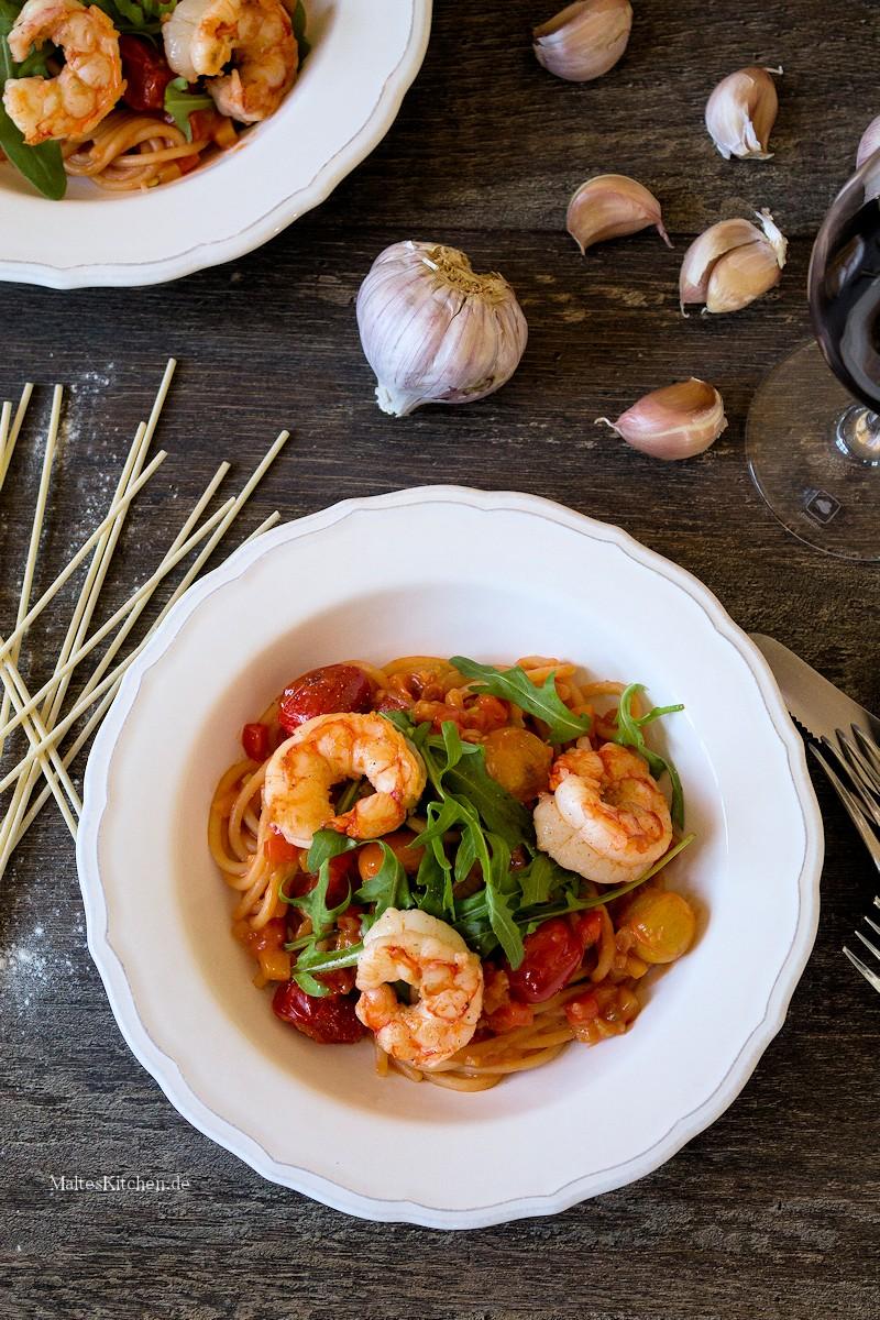 Spaghetti mit Paprikasauce und Garnelen
