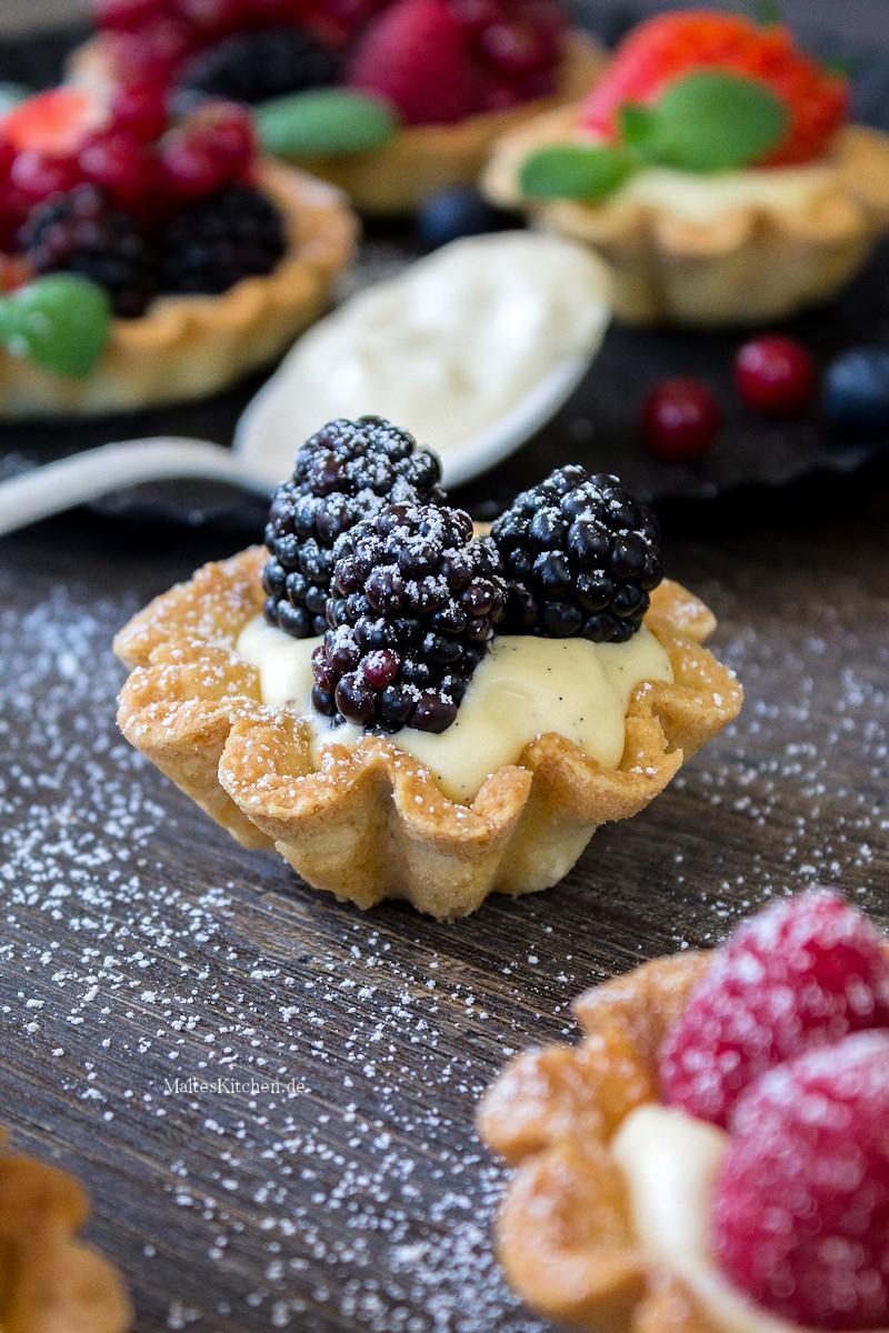 Tartelettes mit Brombeeren und Vanillecreme