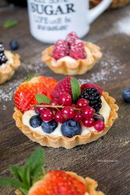 Superleckere Tartelettes mit Beeren und Vanillecreme