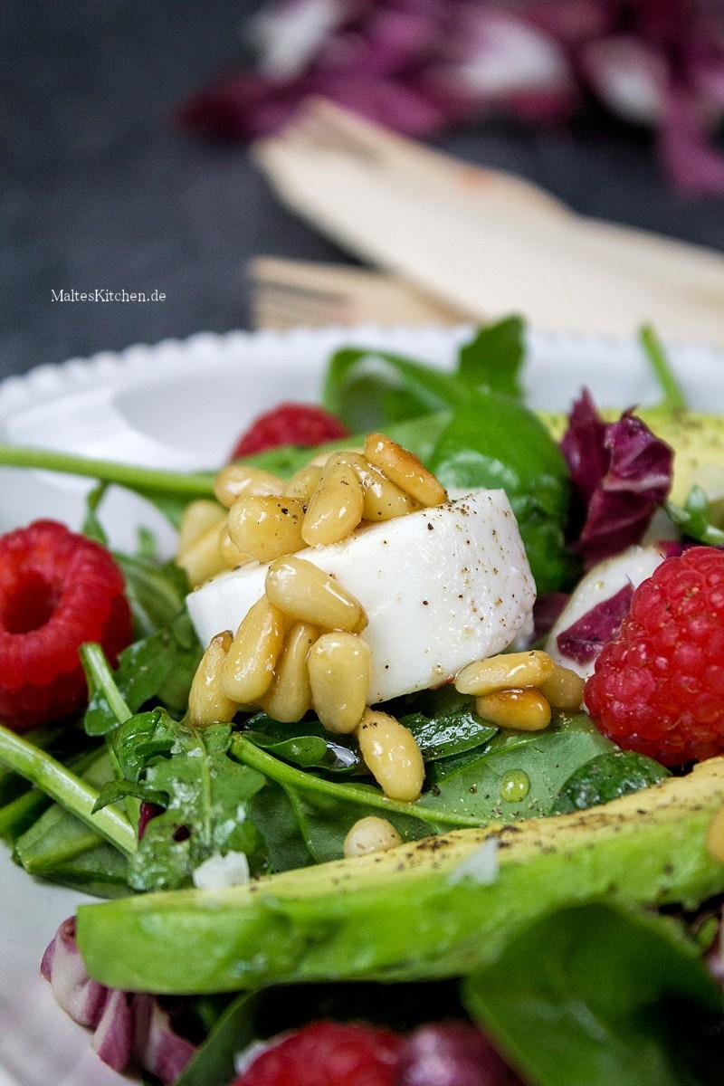 Fantastischer Blattsalat mit Ziegenfrischkäse