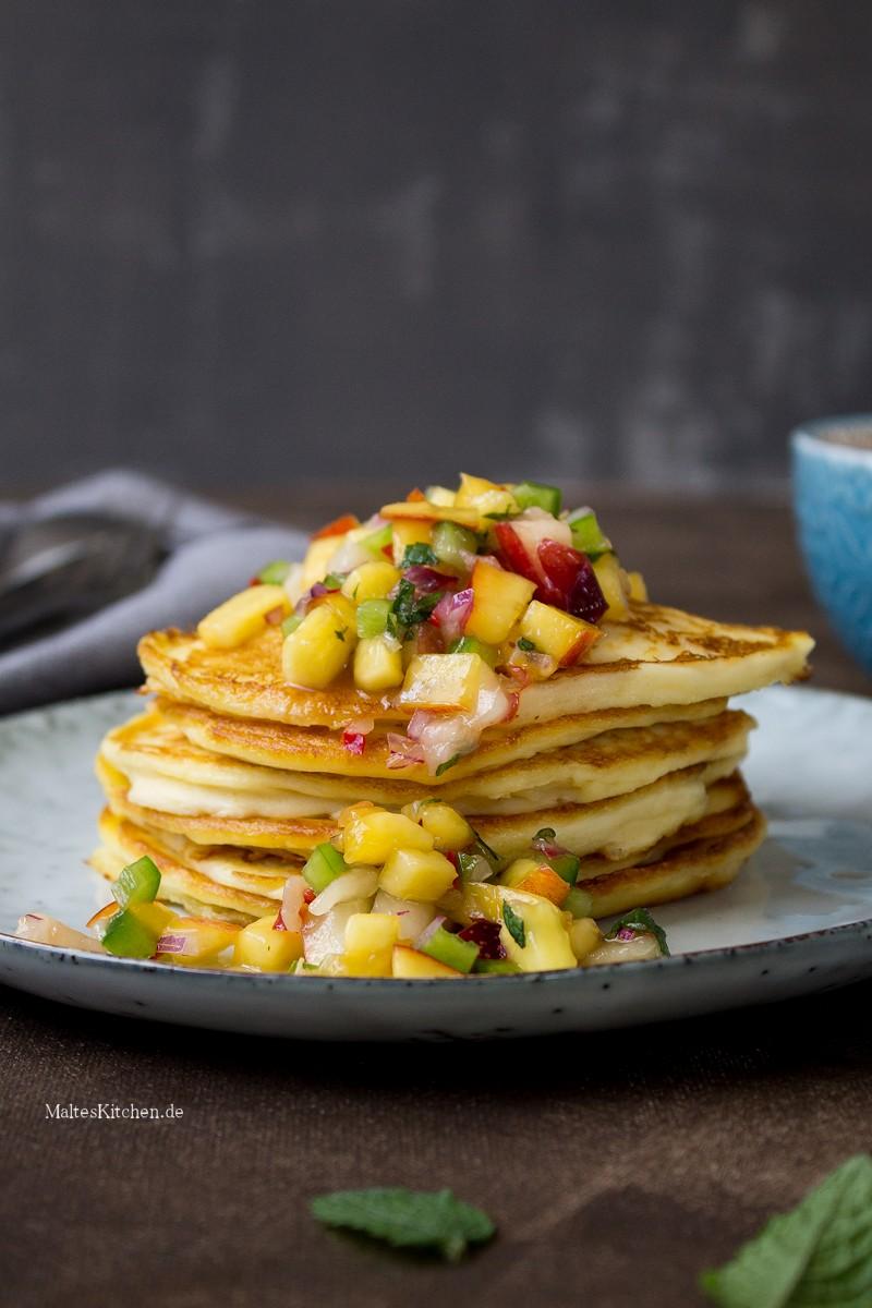 Leckere Pancakes mit Nektarinen-Salsa