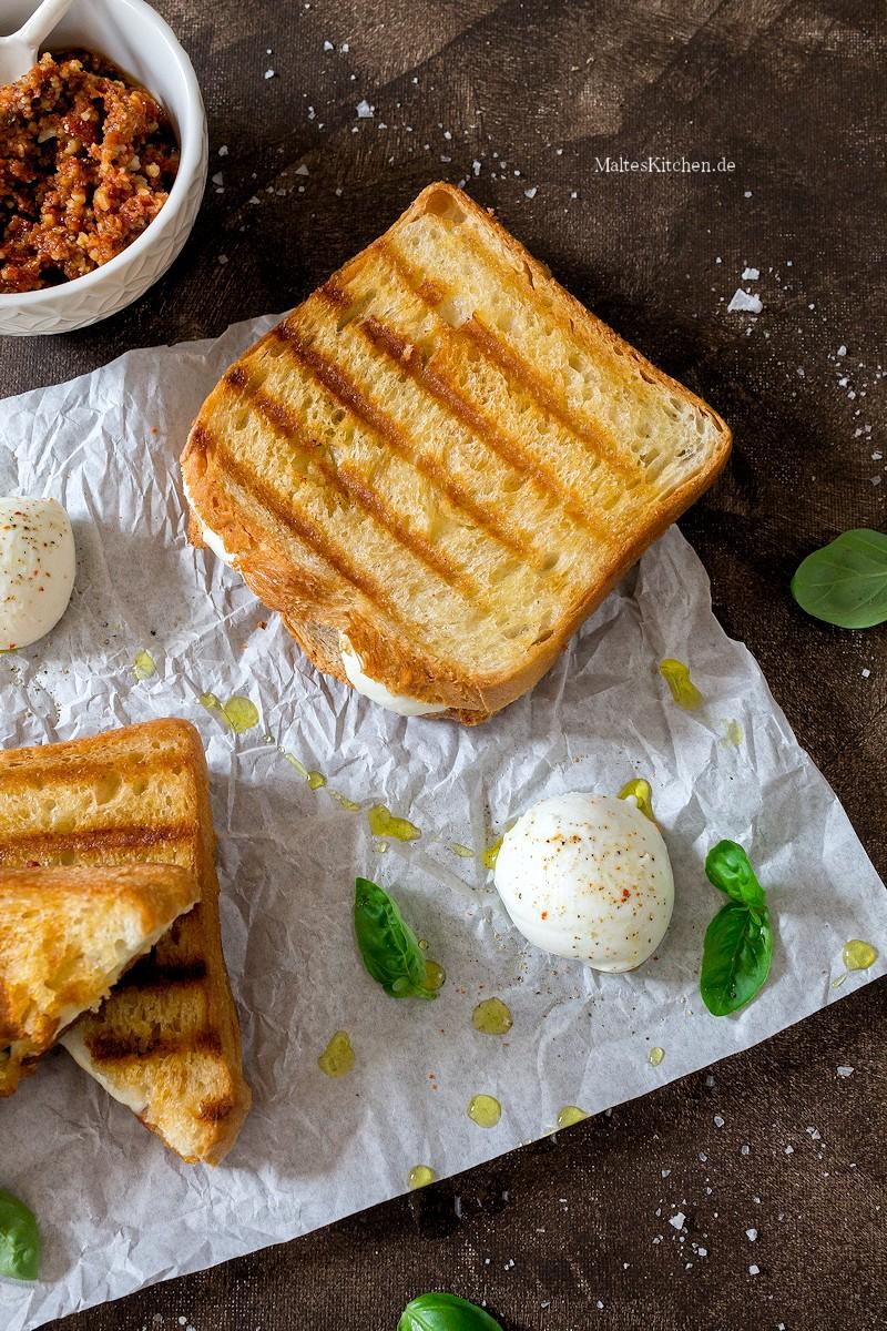 Toast Sandwich mit Pesto