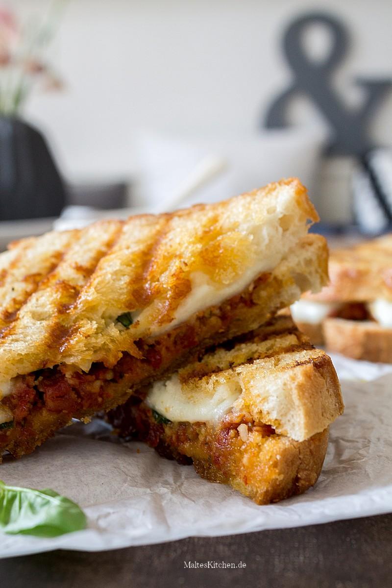 Knuspriges Sandwich mit Pesto