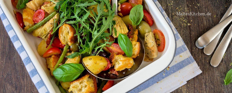Rezept für einen italienischen Brotsalat mit Kartoffeln und Oliven