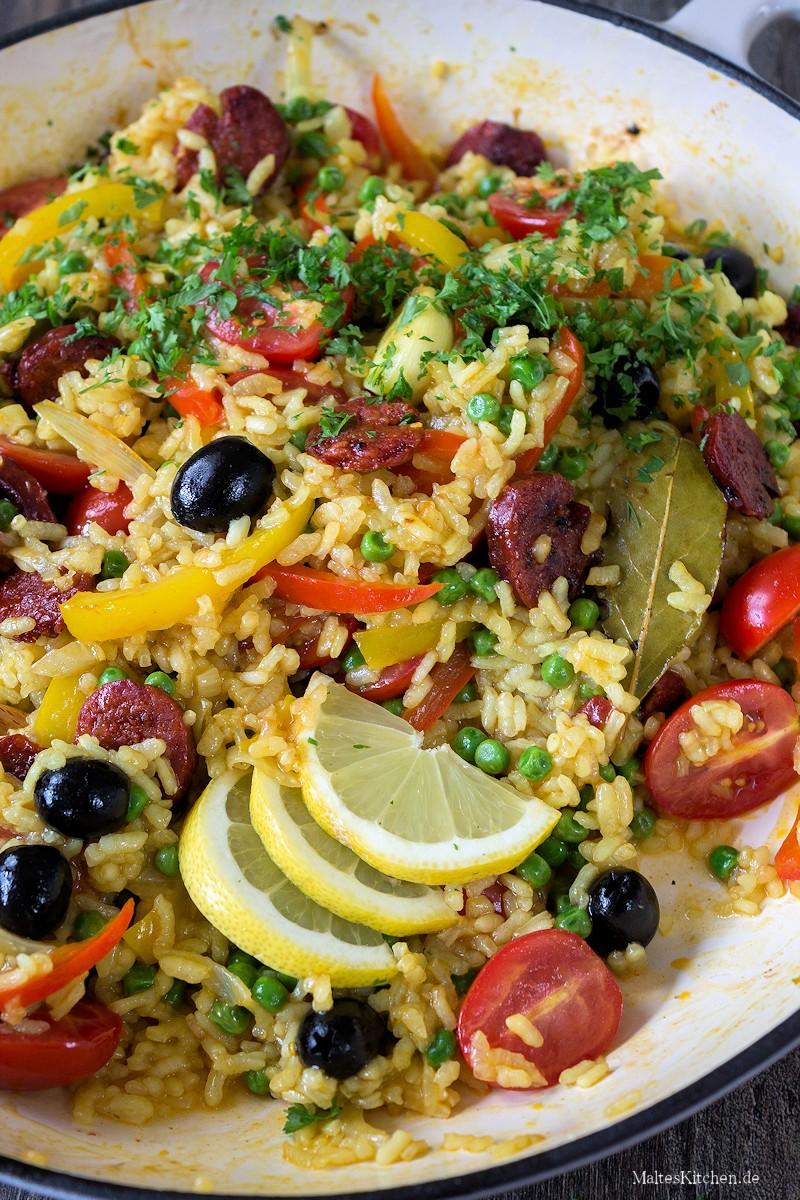 FOOD UND KOCHEN  cover image