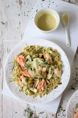 Saftiges Lachsfilet auf Couscous mit Fenchel
