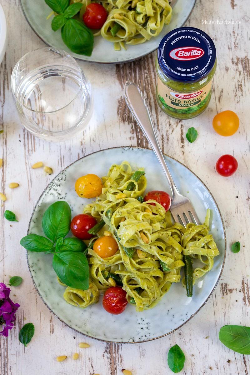 Tagliatelle, Pesto, Bohnen und Tomaten