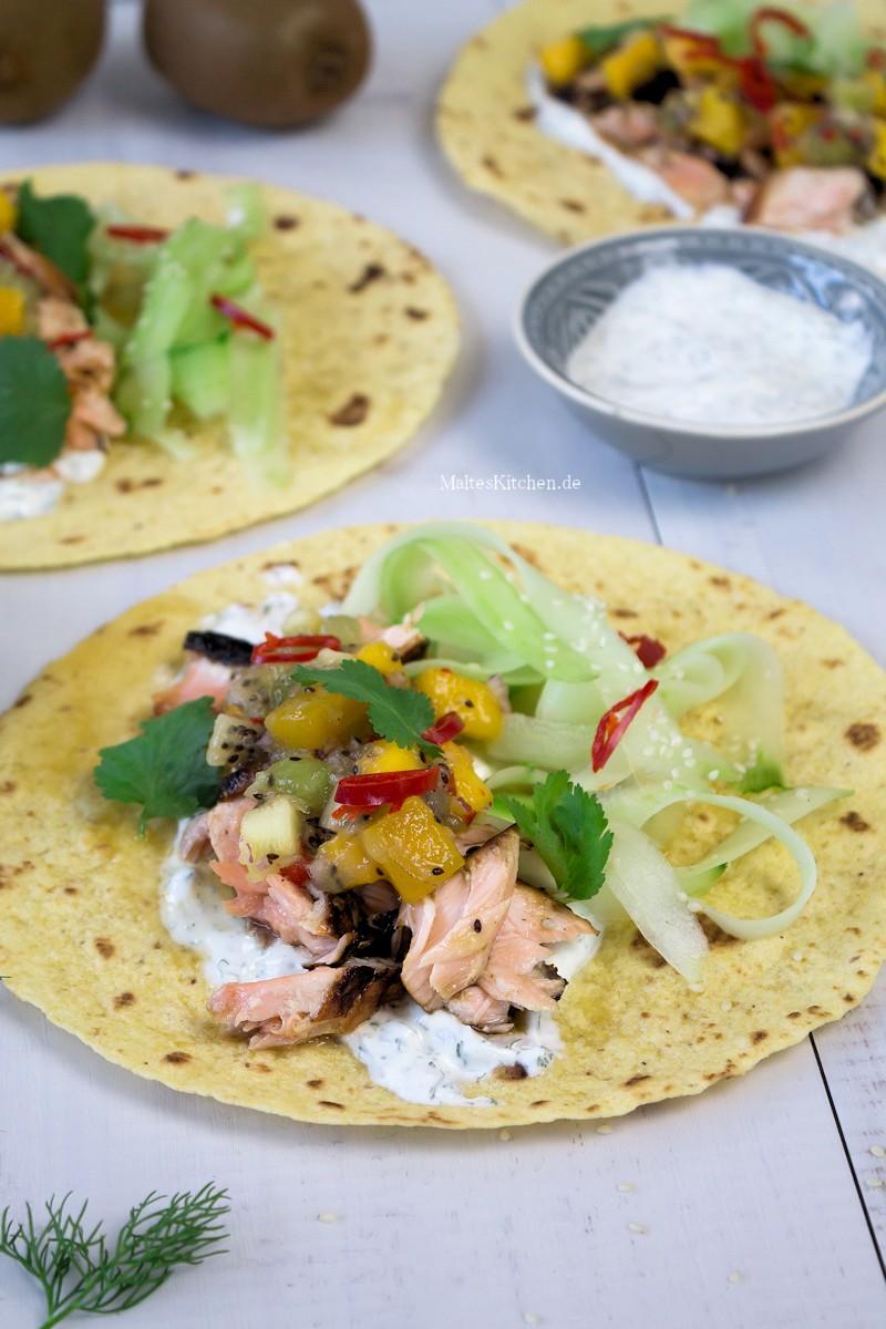 Leckere Wraps gefüllt mit Lachs und Kiwi-Salsa