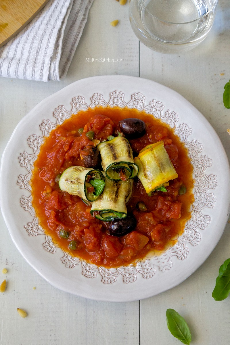 Superleckere gefüllte Zucchini-Röllchen mit Pesto und Basilikum