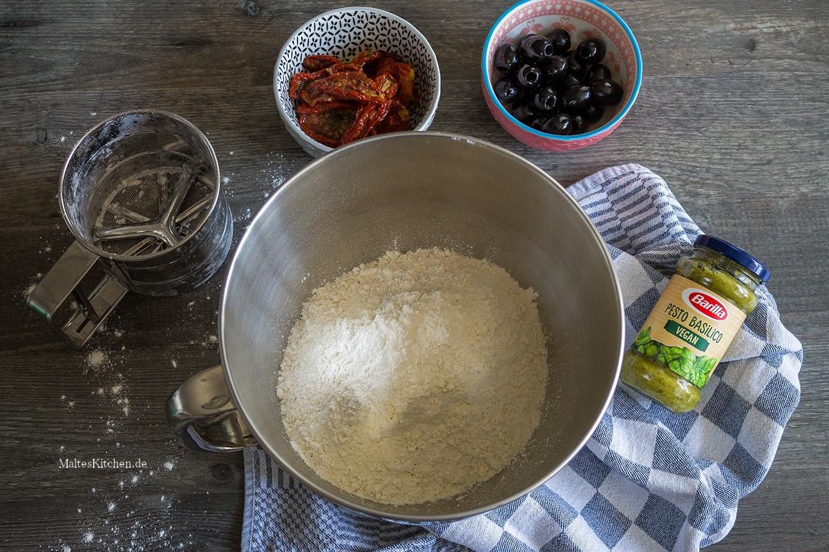 Zutaten für das Pesto-Zupfbrot