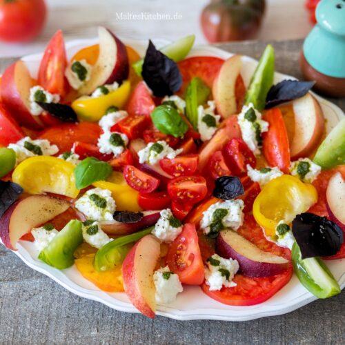 Rezept für einen bunten Tomaten-Nektarinen-Salat