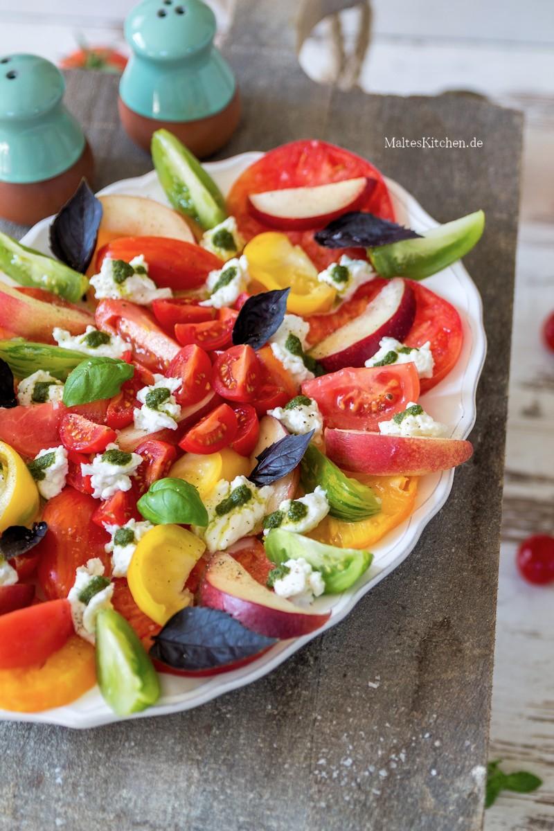 Tomaten,Nektarinen,Mozzarella und Basilikumöl
