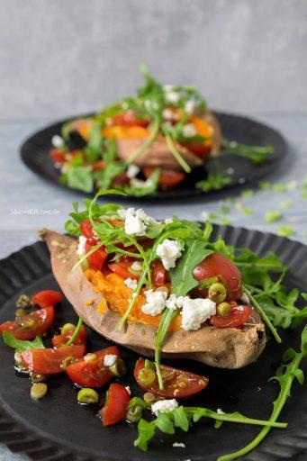 Gebackenen Süßkartoffel mit Tomate und Feta