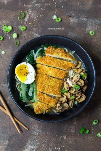 Udon-Nudelsuppe mit Schnitzel