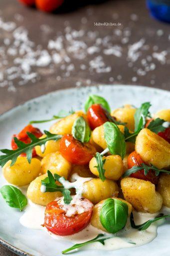Gnocchi mit Käsesauce und Kirschtomaten