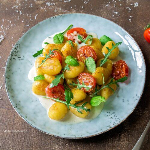 Rezept für Gnocchi mit Käsesauce und Kirschtomaten