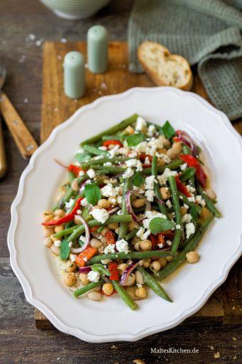 Bohnensalat mit weißen und grünen Bohnen