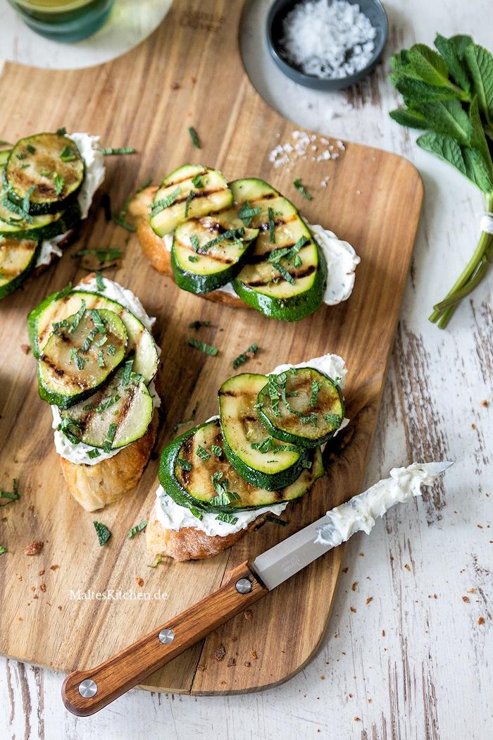 Bruschetta mit Ricotta und Zucchini