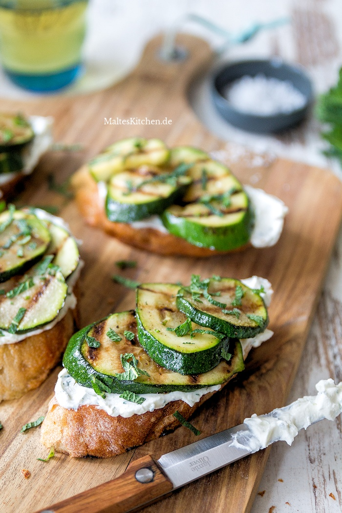 Bruschetta mit gegrillter Zucchini