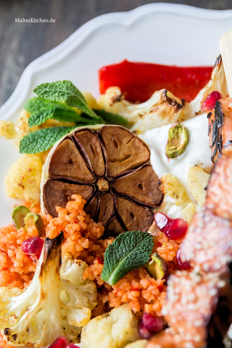 Bulgur-Salat mit Blumenkohl und Paprika