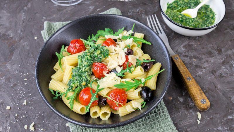 Rezept für Rigatoni mit Rucola-Pesto