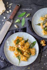 Ricotta-Gnocchi mit Knoblauch und Salbei