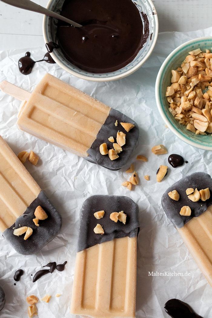 Erdnussbutter-Bananen Eis am Steil mit Schokolade