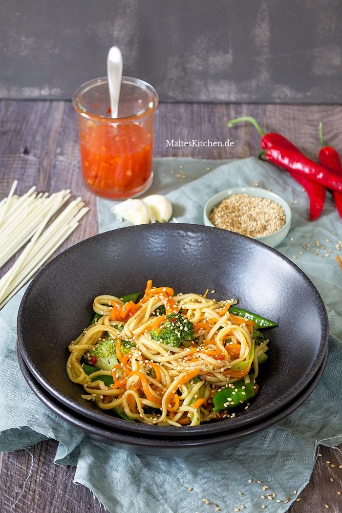 Nudeln aus dem Wok mit Gemüse