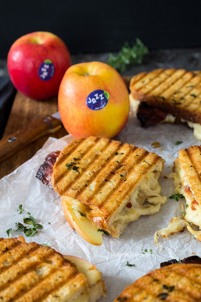 Super leckeres Grilled Cheese Sandwich mit Äpfeln, Bacon und Apfelmus