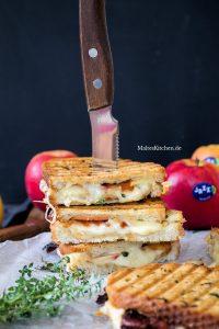 Grilled Cheese Sandwich mit Jazz Äpfeln und kandiertem Bacon