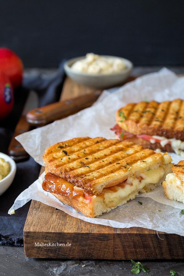 Apfelsandwich mit Käse und Bacon